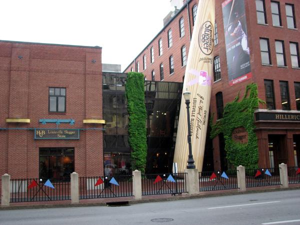 Louisville Slugger museum and giant bat